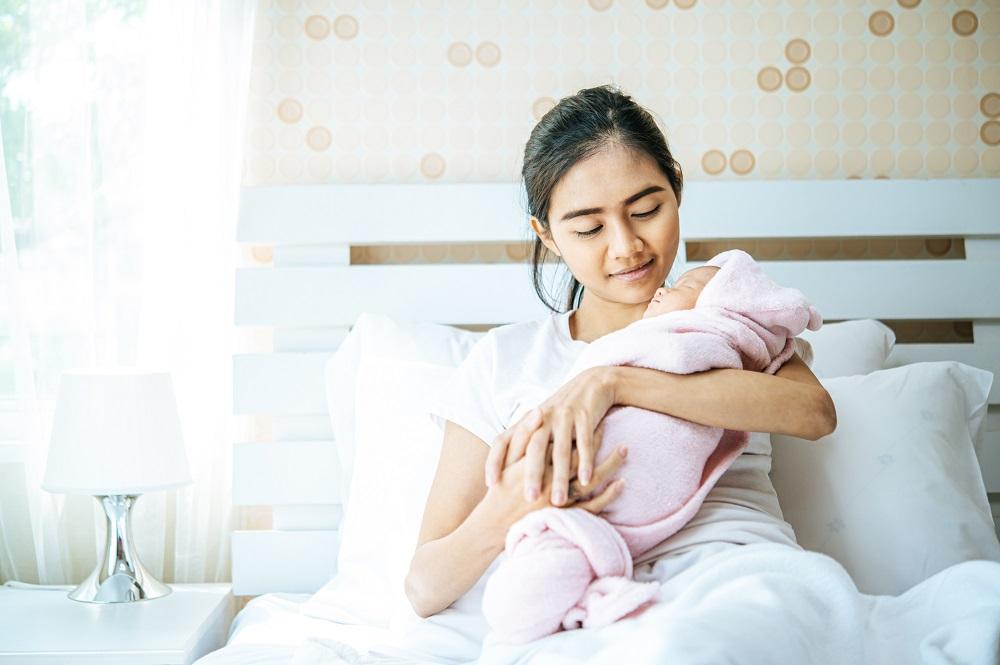 manfaat bayi dibedong