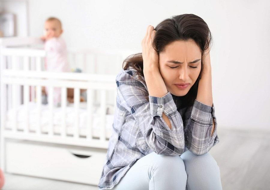 Baby Blues Tak Kunjung Membaik, Waspada Postpartum Depression